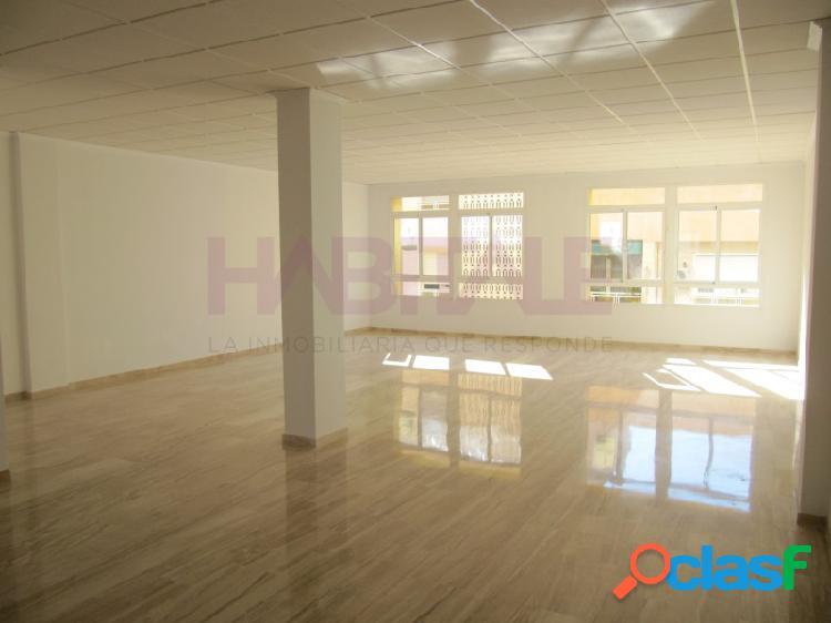 Oficina de 110 m2 construidos, ascensor, en muy buen estado.