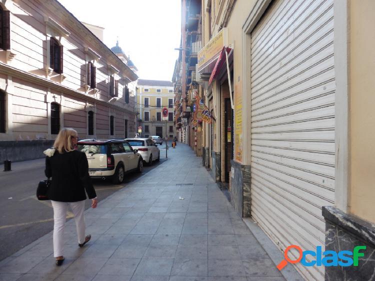 Se alquila Local en el centro de Murcia
