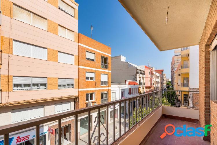 Vivienda de tres dormitorios en el calle Murcia ¡Vivir a un
