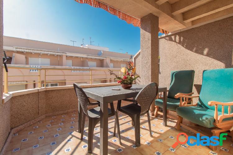 Ático de 2 dormitorios en zona Habaneras con amplia terraza