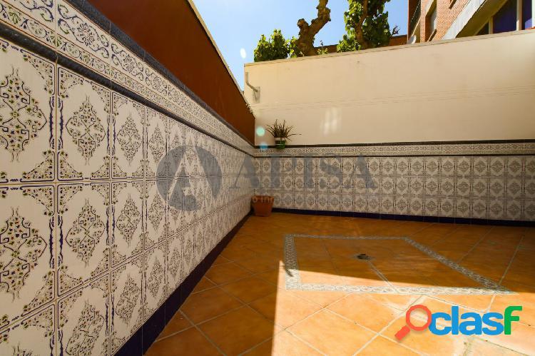 Bonito piso con terraza en Santa Coloma Singuerlin