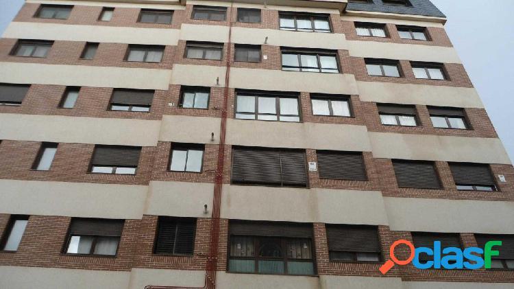 Estupendo piso en venta en calle Ramón y Cajal, zona del
