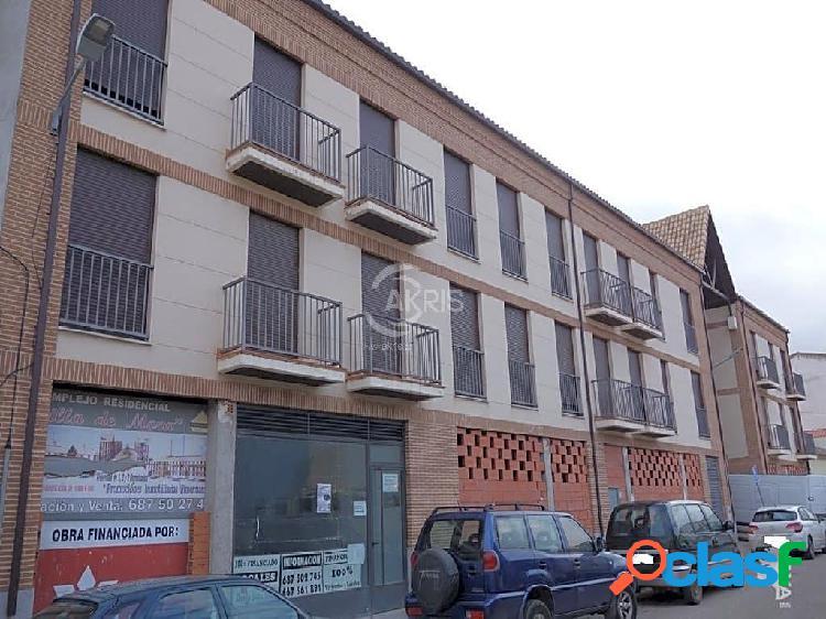 Piso con Terraza y plaza de garaje en Mora