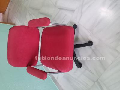 Sillas de oficina rojas con ruedas