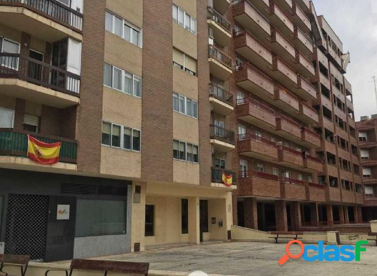 Venta de piso en calle Nicolás Guillen de Zaragoza
