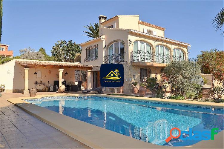 Villa Mediterránea en JAVEA sobre parcela Llana y Soleada