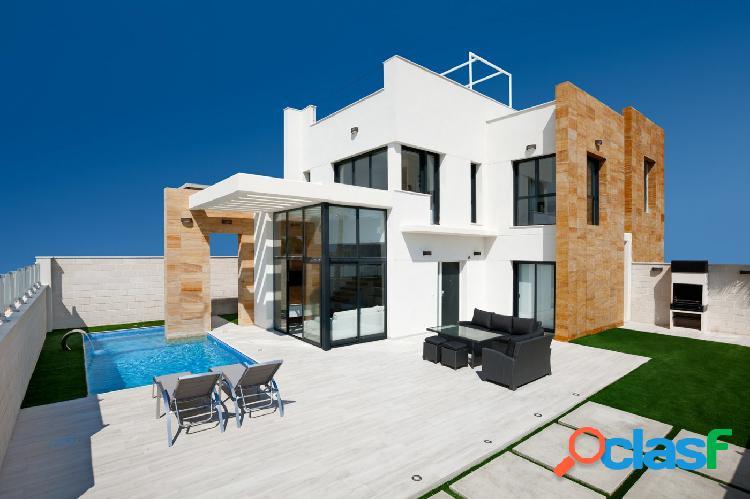 Chalet independiente de diseño con piscina privada en Lomas