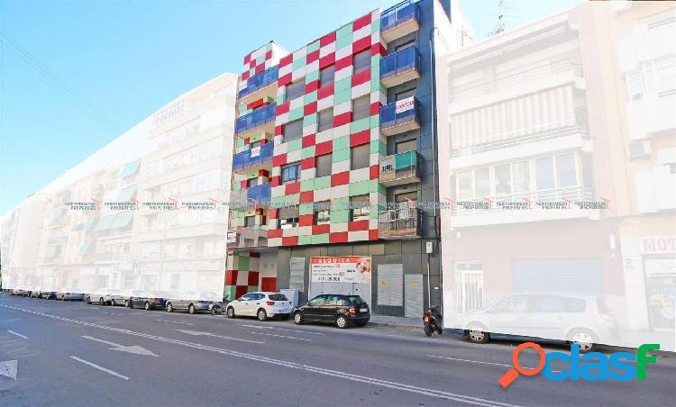 Local comercial en venta en la Avenida Novelda 95, con alto
