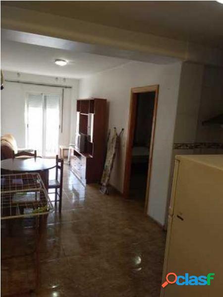 Se alquila apartamento en el centro de Zarandona