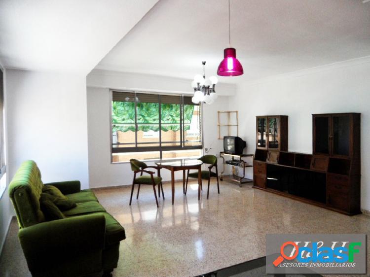 Se alquila estupendo piso en Zona Ayuntamiento. / HH