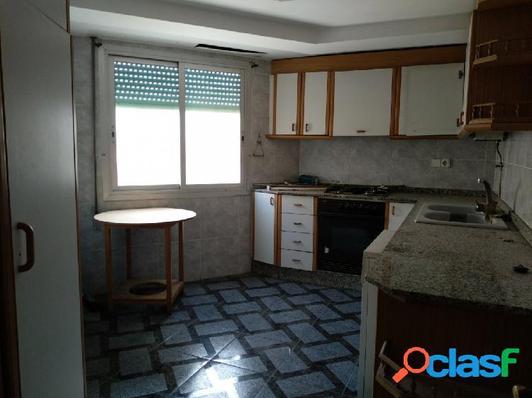 Se vende piso totalmente exterior en Mislata