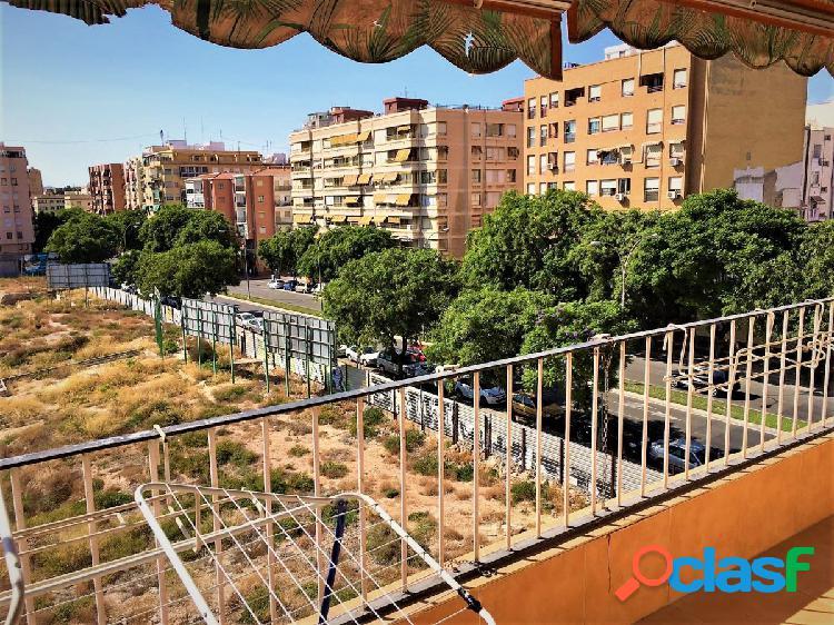 Un apartamento de tres dormitorios por la zona de Benalua.