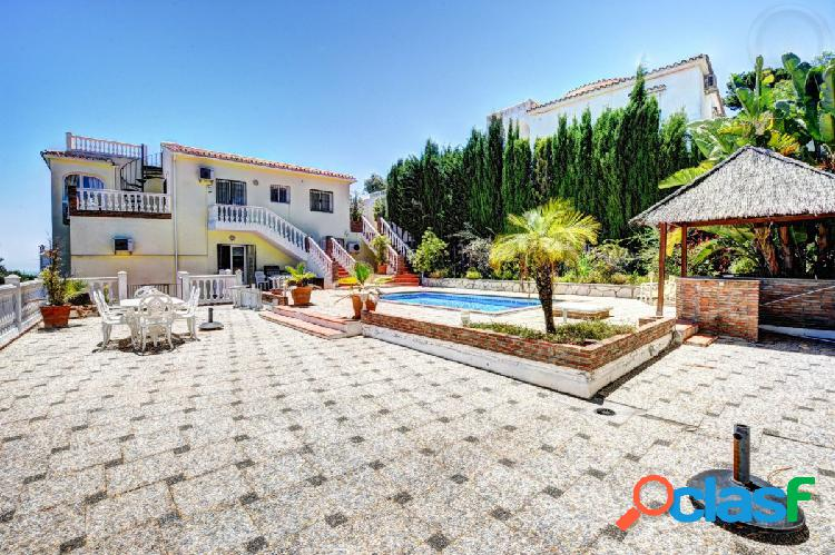 Villa de gran valor con piscina y vistas al mar