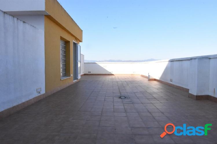 Bonito, amplio y luminoso ático con terraza de 60m2