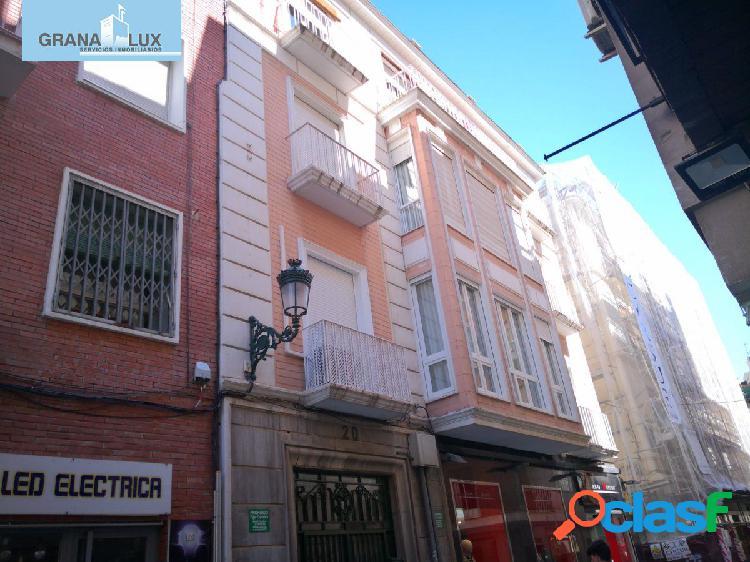 Bonito y amplio piso en plena calle Puentezuelas
