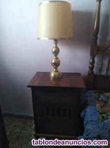 Dos lámparas de bronce con pantalla de pergamino