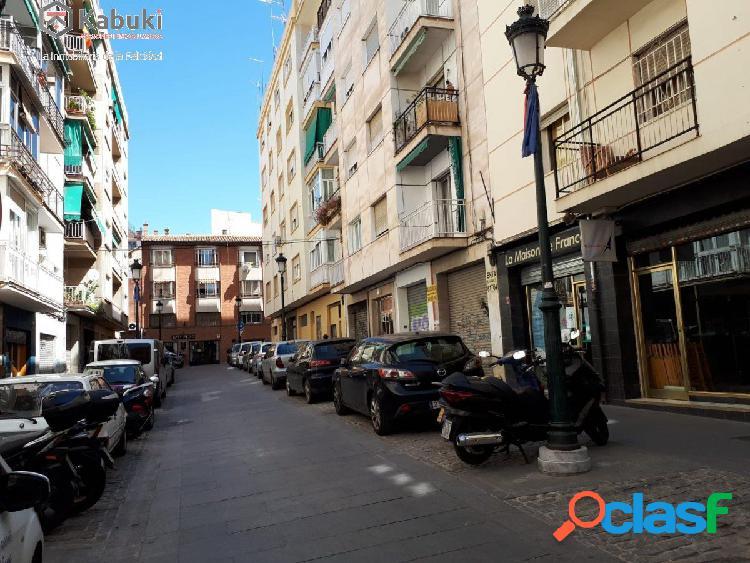Magnífico local comercial en pleno centro de Granada.