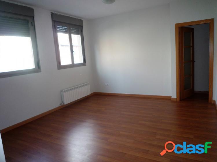 Se alquila piso seminuevo de 2 dormitorios en La Paz