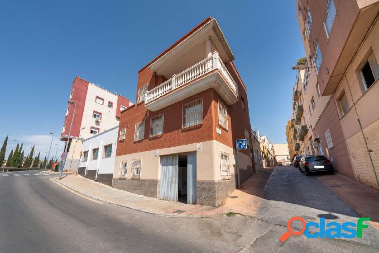 Dúplex sobre local en Almería