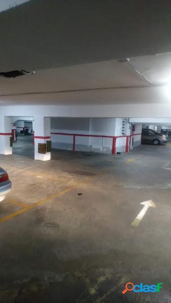Garaje para moto o coche pequeño. Av.Blasco Ibañez y