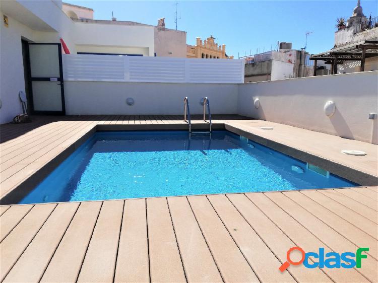Piso casi nuevo con piscina en el centro de Sitges!