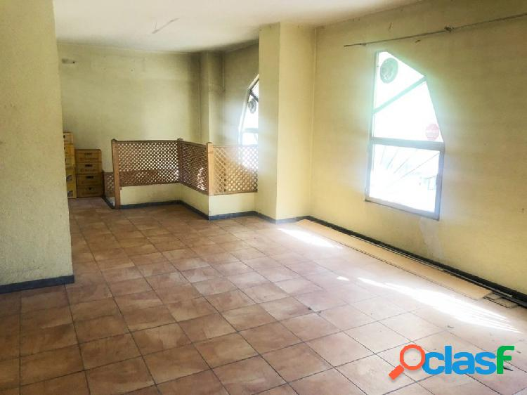 Se vende local en El Carrascal de 110 m2