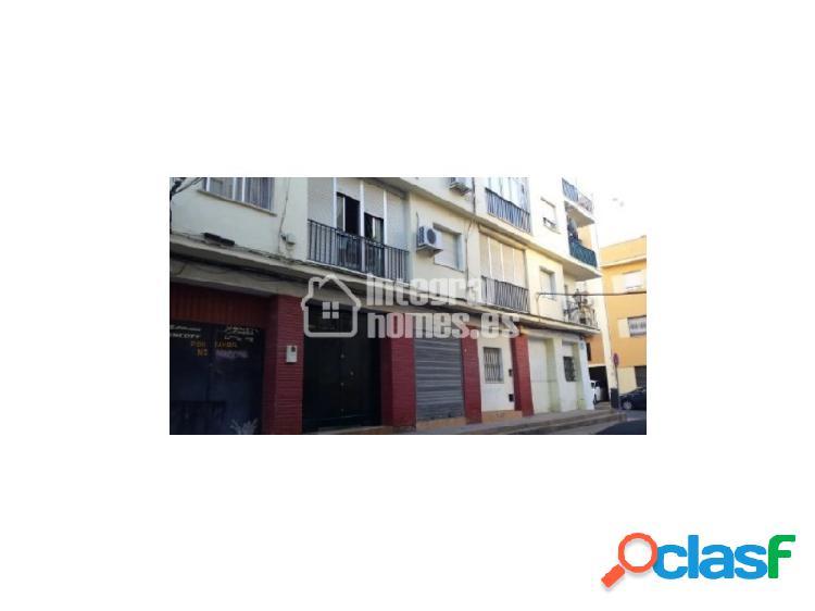 Local comercial en calle Virgen de Montemayor en Huelva
