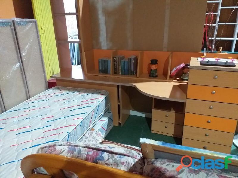 Cama nido con escritorio y cómoda cajonera + estante de
