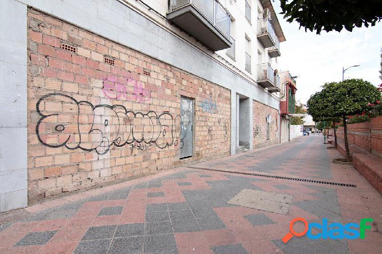 Local calle principal de Armilla,buena fachada.Se vende sin