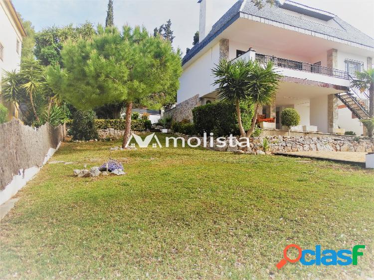 Magnifica casa independiente situada en zona Montemar.