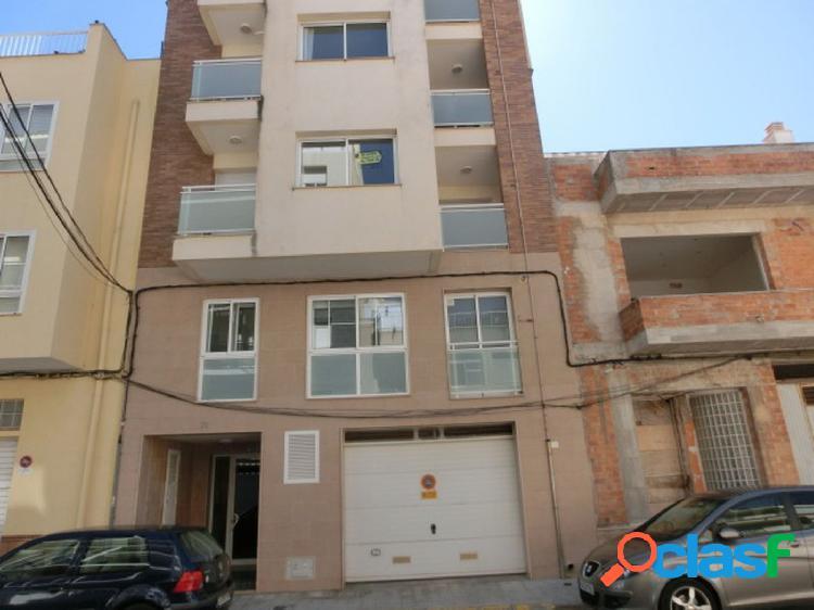 Piso de 109 m2, consta de 2 dormitorios. Semi nuevo.