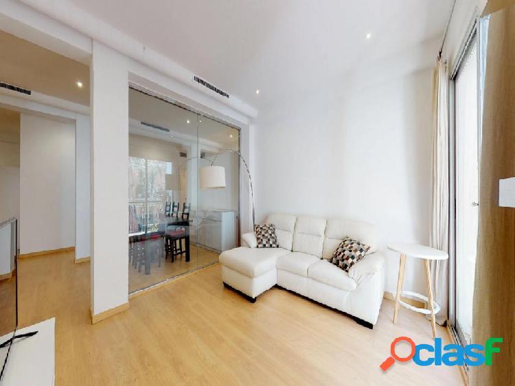 Piso en venta de 141m2 con 3 habitaciones dobles en Carrer