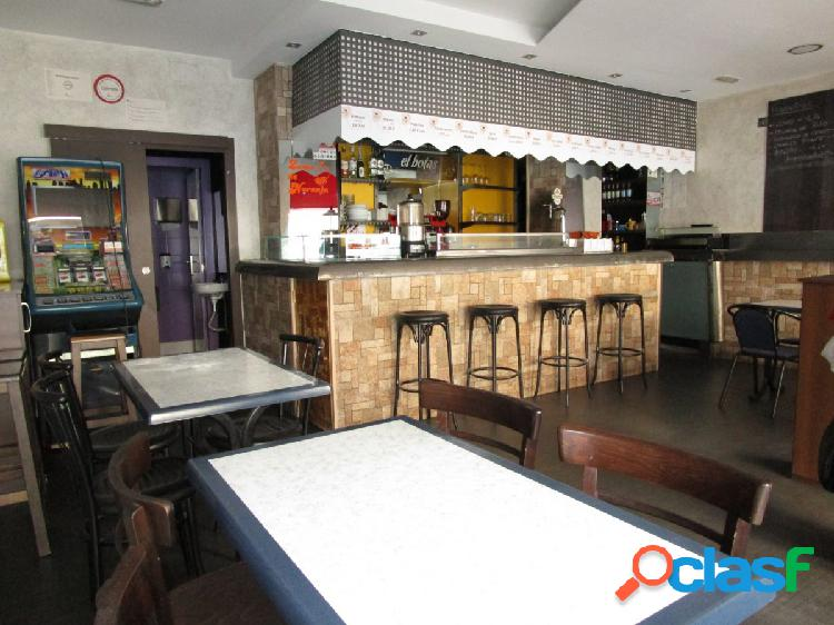 Urbis te ofrece local comercial en zona Av. Mirat de 110 m2