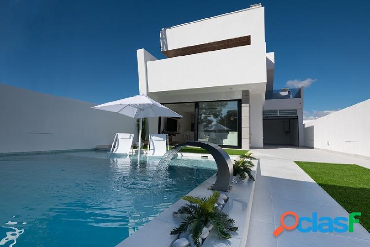 Villas a tan solo 900 metros del mar en Santiago de la