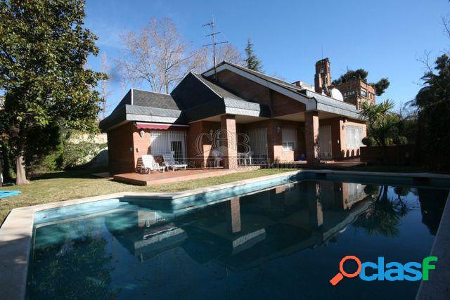 Bonita casa unifamiliar con gran privacidad junto Av.