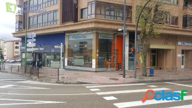 En Burgos. Estupendo local en Avenida del Cid. 50+50 mt