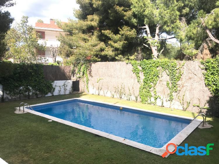 Encantador piso Vinyet con jardín y piscina comunitaria