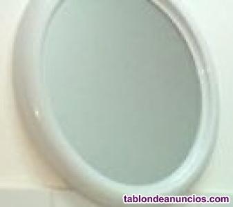 Espejo con marco de plástico blanco