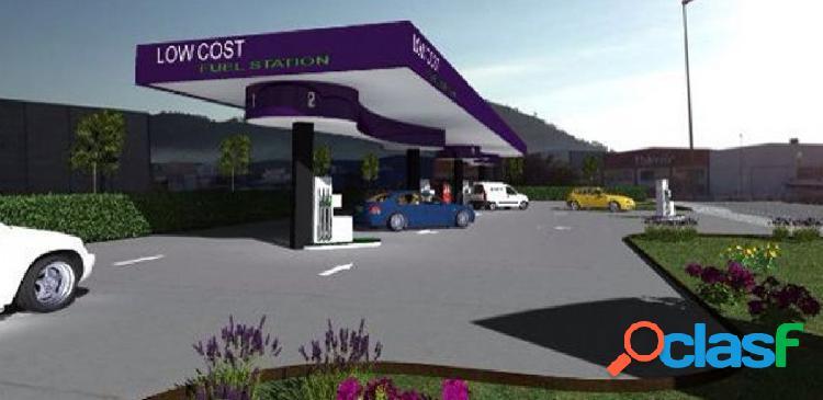 Gasolinera los-cost en centro comercial de la provincia de