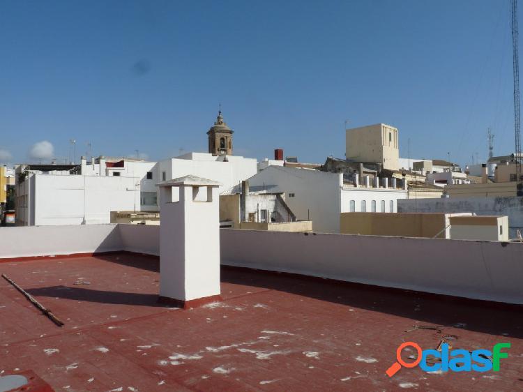 Piso con 4 dormitorios en el centro de Algeciras, C/General