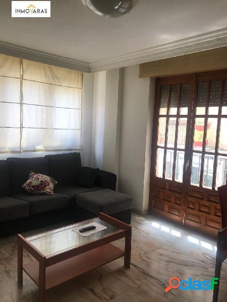 Se alquila apartamento en la Plaza San Juan Bautista