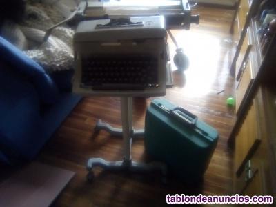 Vendo dos maquinas de escribir antiguas.