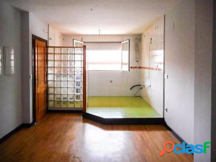 Bonito piso de 2 dormitorios en el centro de Churriana de la