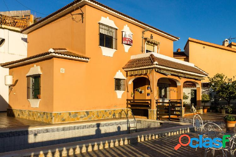 Casa independiente con piscina privada en Puerto de la Torre