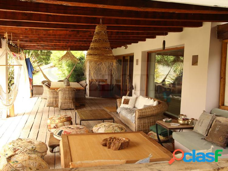 INMEJORABLE CHALET INDEPENDIENTE DE 2 PLANTAS EN SANTO