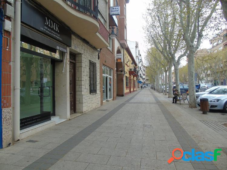 LOCAL COMERCIAL DE 50 m2 ubicado muy céntrico, junto a
