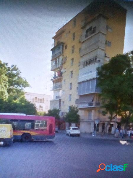 Piso de 3 habitaciones y 2 baños (zona Lopez de Gomara /