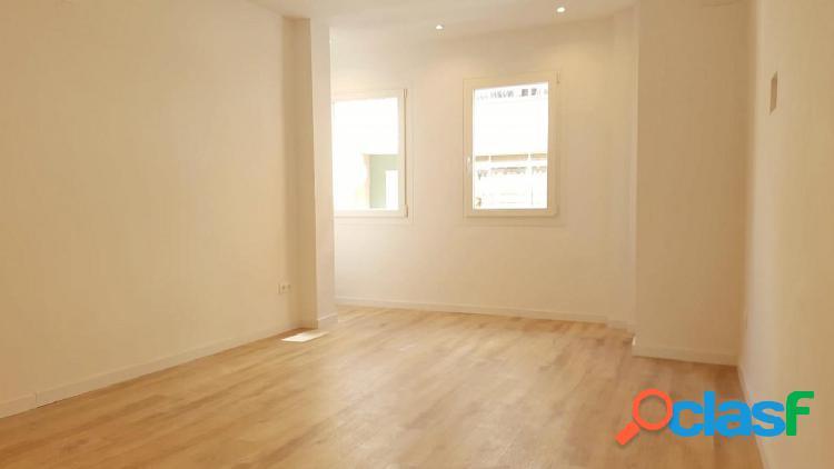 Piso reformado de 100 m2 con tres habitaciones en Pedro
