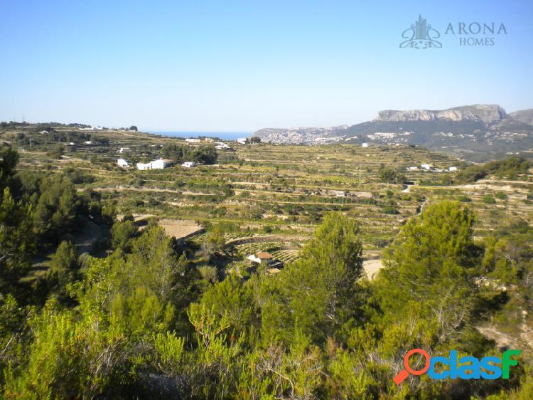 Terreno con magnificas vistas a las montañas, mar y cuidad.