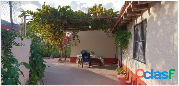 Casa de Campo en La Nucia, con almacén y parking.